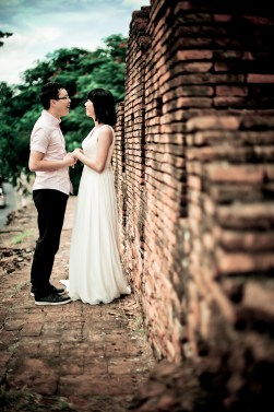 Mini and Treey's Tha Phae Gate pre-wedding (prenuptial, engagement session) in Chiang Mai, Thailand. Tha Phae Gate_Chiang Mai_wedding_photographer_Minin and Treey_11.TIF