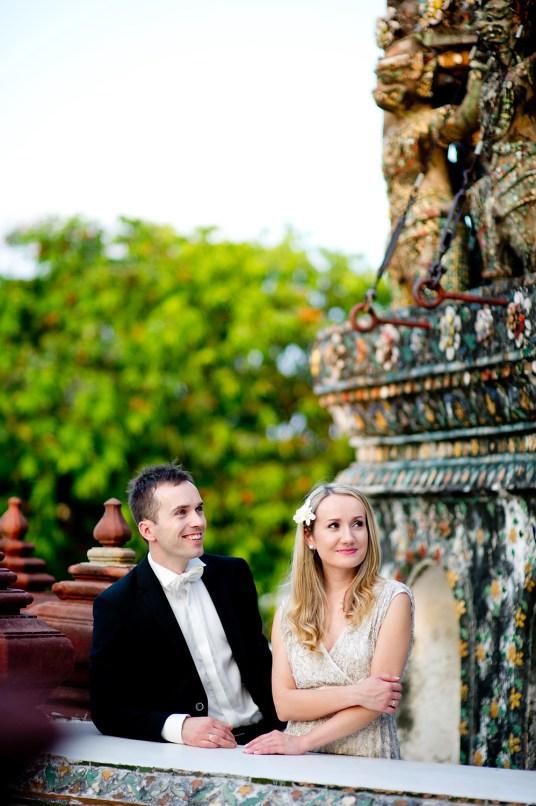 Anna and Kamil's Wat Arun pre-wedding (prenuptial, engagement session) in Bangkok, Thailand. Wat Arun_Bangkok_wedding_photographer_Anna and Kamil_05.TIF