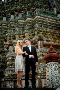 Anna and Kamil's Wat Arun pre-wedding (prenuptial, engagement session) in Bangkok, Thailand. Wat Arun_Bangkok_wedding_photographer_Anna and Kamil_09.TIF