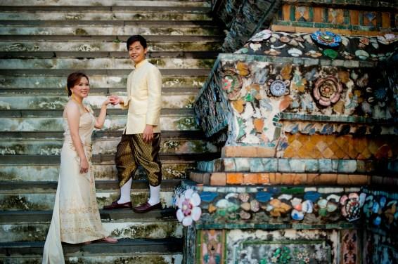 Gloria and Evan's Wat Arun pre-wedding (prenuptial, engagement session) in Bangkok, Thailand. Wat Arun_Bangkok_wedding_photographer_Gloria and Evan_2275.TIF