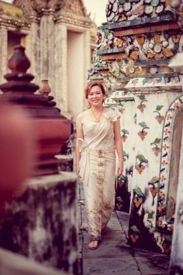 Gloria and Evan's Wat Arun pre-wedding (prenuptial, engagement session) in Bangkok, Thailand. Wat Arun_Bangkok_wedding_photographer_Gloria and Evan_2278.TIF