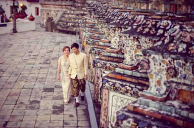 Gloria and Evan's Wat Arun pre-wedding (prenuptial, engagement session) in Bangkok, Thailand. Wat Arun_Bangkok_wedding_photographer_Gloria and Evan_2281.TIF