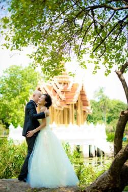 Kissing Photo   Rama IX Park Pre-Wedding - Thailand Wedding Photography