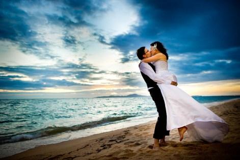 Kissing Photo | Pattaya Beach Wedding - Thailand Wedding Photography