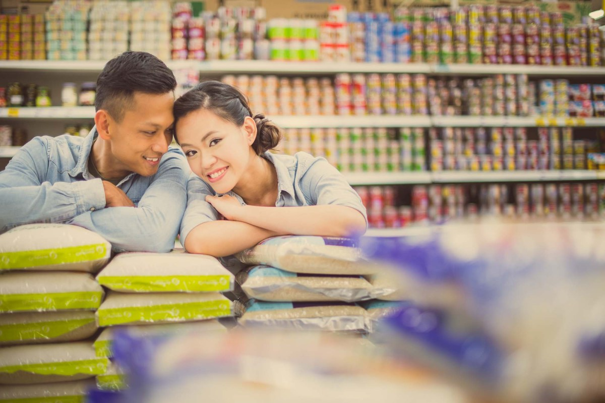 Photo of the Day: Engagement Session inside a Supermarket