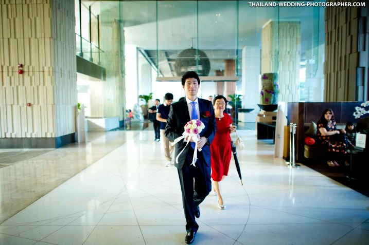 Thai wedding day photo taken at Millennium Hilton Bangkok in Thailand.