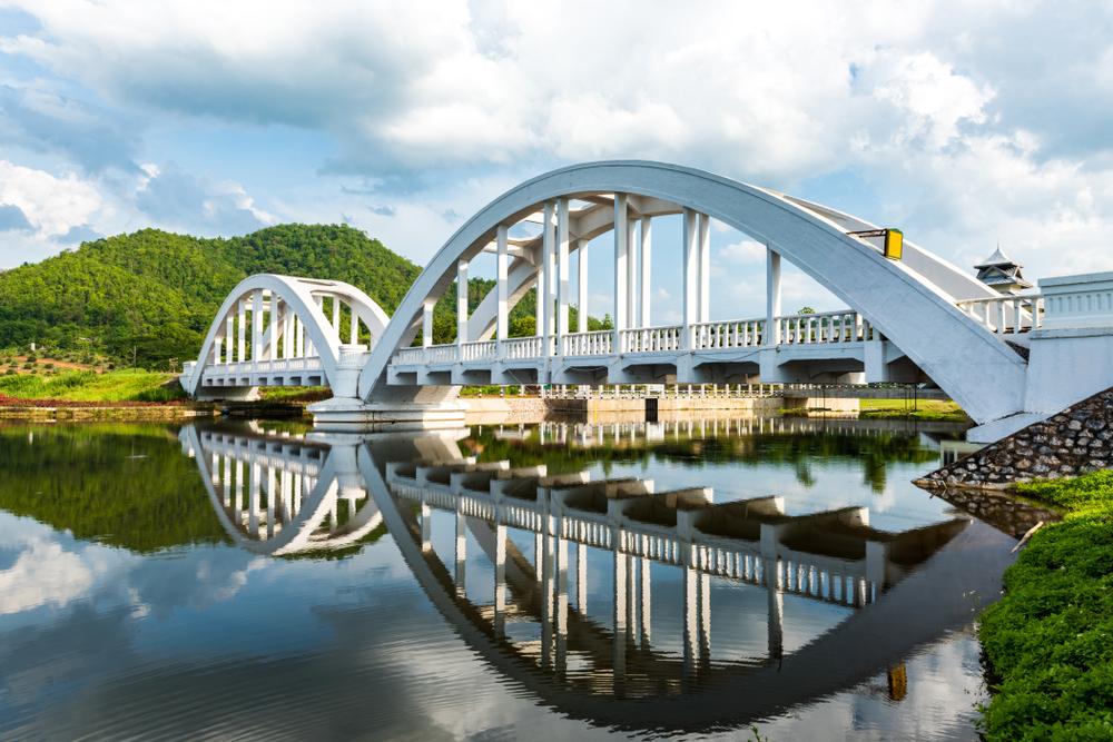 สะพานขาวทาชมภู (Tha Chom Phu White Bridge)