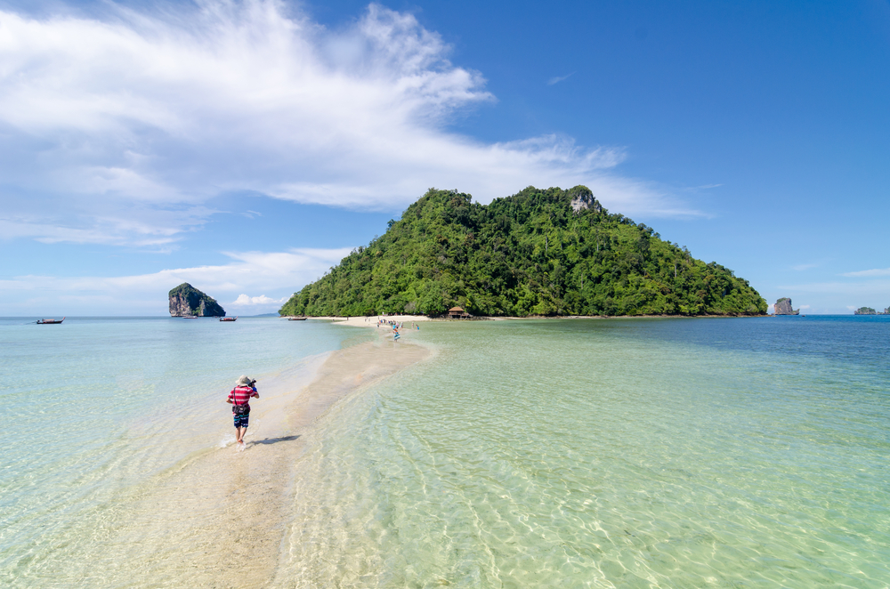 Separated Sea at Ko Kai, Ko Moh, and Ko Tub (ทะเลแหวกที่ เกาะไก่, เกาะหม้อ, เกาะทับ )