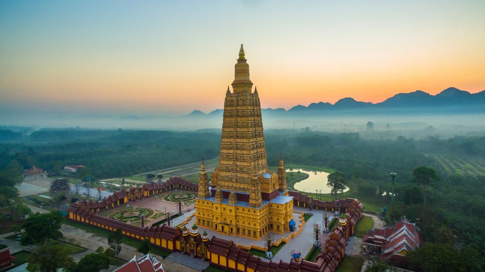 Wat Maha That Wachira Mongkol (วัดมหาธาตุวชิรมงคล)