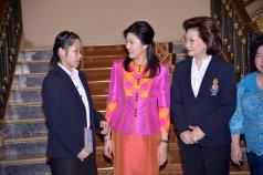 Ratchanok Intanon speaking to Yingluck