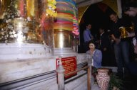 Udon Thani - Yingluck offering prayers