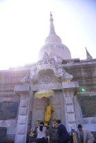 Yingluck at the Pagoda