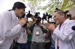 Suphanburi - Yingluck greeted by official