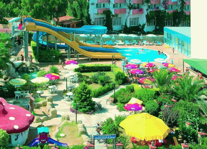 Аквапарк отеля Lonicera World 4*