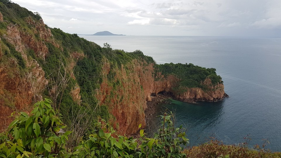 The scenery of Koh Talu, the love cliff.