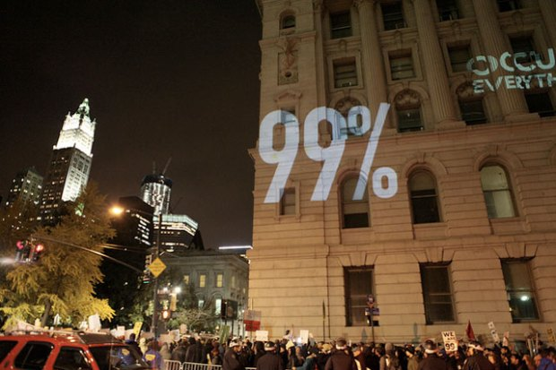การฉายภาพไปที่ตึก ระหว่างการชุมนุม Occupy Wall Street