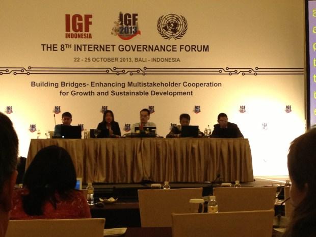 ผู้อภิปรายในหัวข้อ No. 18 - Privacy in Asia: Building on the APEC Privacy Principles
