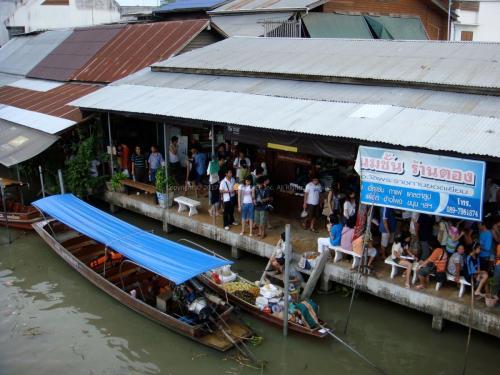 アムパワ水上マーケット