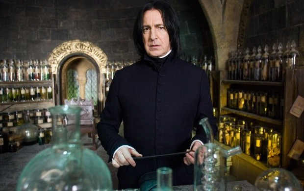 Alan Rickman interpreta Severus Snape na saga Harry Potter.
