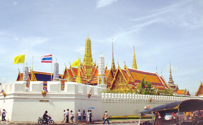 Wat Pra Kaew - ThaiSims Best 4G Mobile Router Rental in Thailand