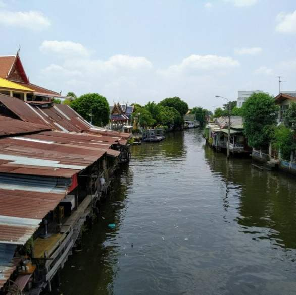 khlong bang luang floating market