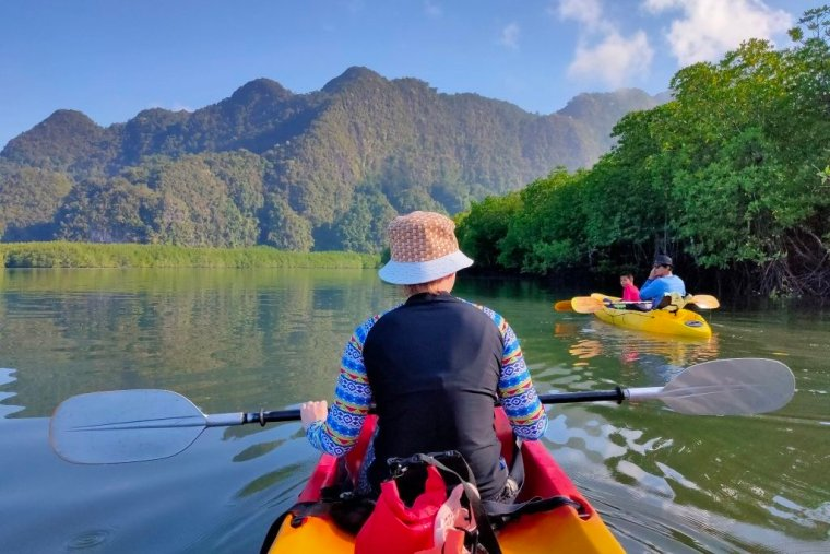 Kayaking in Krabi: not the usual day trip 1