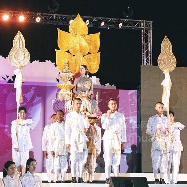 Aff,Taew盛装 朱拉100周年纪念 (16)