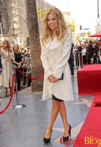 Thalia-Honored-with-a-Star-on-the-Hollywood-Walk-of-Fame-9