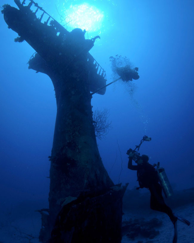 Here's-what-World-War-II-planes-now-look-like-in-their-underwater-graves7-650x813