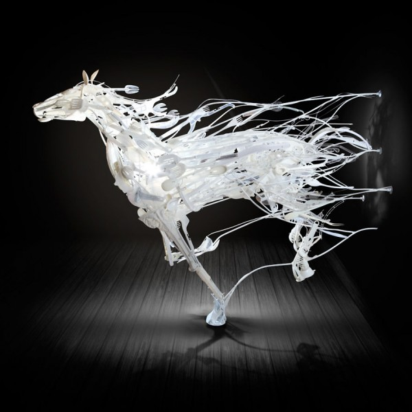 sayaka-ganz-i-recycle-used-plastic-into-sculptures4-600x600