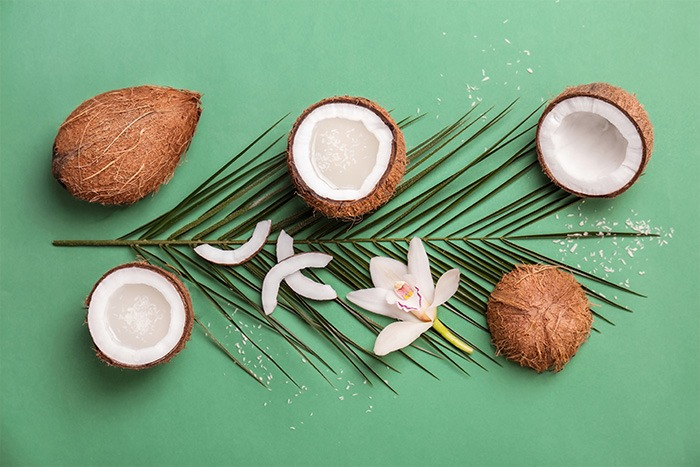 Composition with coconut water and fresh nuts