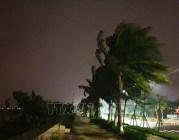 Hồi 4 giờ sáng, bão số 9 đi vào vùng biển Đà Nẵng – Phú Yên gây gió mạnh, mưa to