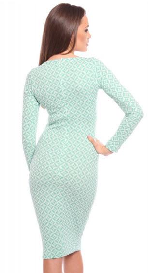rochie tricotata midi alb cu verde cambrata pe corp de la Carmencita