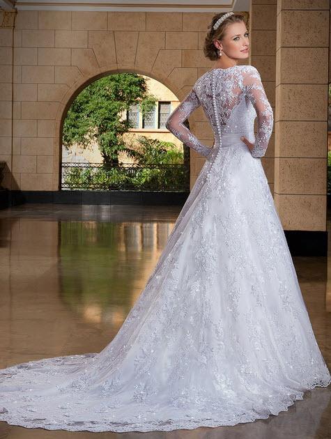 rochie de mireasa lunga cu trena vedere din spate