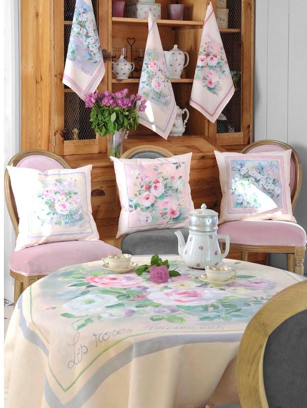 perna decorativa cu trandafiri roz