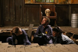"BONES: L-R: Emily Deschanel, TJ Thyne and Tamara Taylor in the special ""The Resurrection in the Remains"" BONES/SLEEPY HOLLOW crossover episode of BONES ""The Resurrection in the Remains"" crossover episode of BONES airing Thursday, Oct. 29 (8:00-9:00 PM ET/PT) on FOX. ©2015 Fox Broadcasting Co. Cr: Kevin Estrada/FOX"