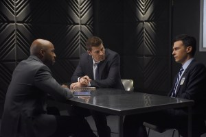 """BONES:  L-R:  Guest star Ronde Barber, David Boreanaz and John Boyd in the """"The Carpals in the Coy-Wolves"""" episode of BONES airing Thursday, Oct. 22 (8:00-9:00 PM ET/PT) on FOX.  ©2015 Fox Broadcasting Co.  Cr:"""