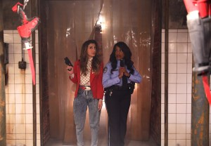 """SCREAM QUEENS: Pictured L-R: Nasim Pedrad as Gigi and Niecy Nash as Denise Hemphill in the """"Pumpkin Patch"""" episode of SCREAM QUEENS airing Tuesday, Oct. 13 (9:00-10:00 PM ET/PT) on FOX. ©2015 Fox Broadcasting Co. Cr: Patti Perret/FOX."""
