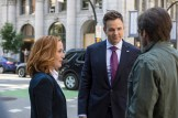 THE X-FILES: L-R: Gillian Anderson, guest star Joel McHale and David Duchovny. The next mind-bending chapter of THE X-FILES debuts with a special two-night event beginning Sunday, Jan. 24 (10:00-11:00 PM ET/7:00-8:00 PM PT), following the NFC CHAMPIONSHIP GAME, and continuing with its time period premiere on Monday, Jan. 25 (8:00-9:00 PM ET/PT). The thrilling, six-episode event series, helmed by creator/executive producer Chris Carter and starring David Duchovny and Gillian Anderson as FBI Agents FOX MULDER and DANA SCULLY, marks the momentous return of the Emmy Award- and Golden Globe-winning pop culture phenomenon, which remains one of the longest-running sci-fi series in network television history. ©2015 Fox Broadcasting Co. Cr: Ed Araquel/FOX