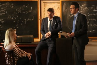 "BONES: L-R: Guest star Kirstin Taylor Maldonado, David Boreanaz and John Boyd in the ""The Strike in the Chord"" episode of BONES airing Thursday, May 19 (8:00-9:00 PM ET/PT) on FOX. ©2016 Fox Broadcasting Co. Cr: Patrick McElhenney/FOX"