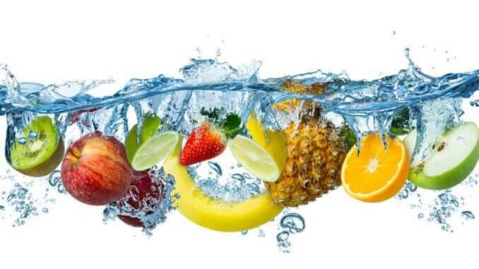 كم تبلغ نسبة الماء الموجودة في الفواكه والخضار