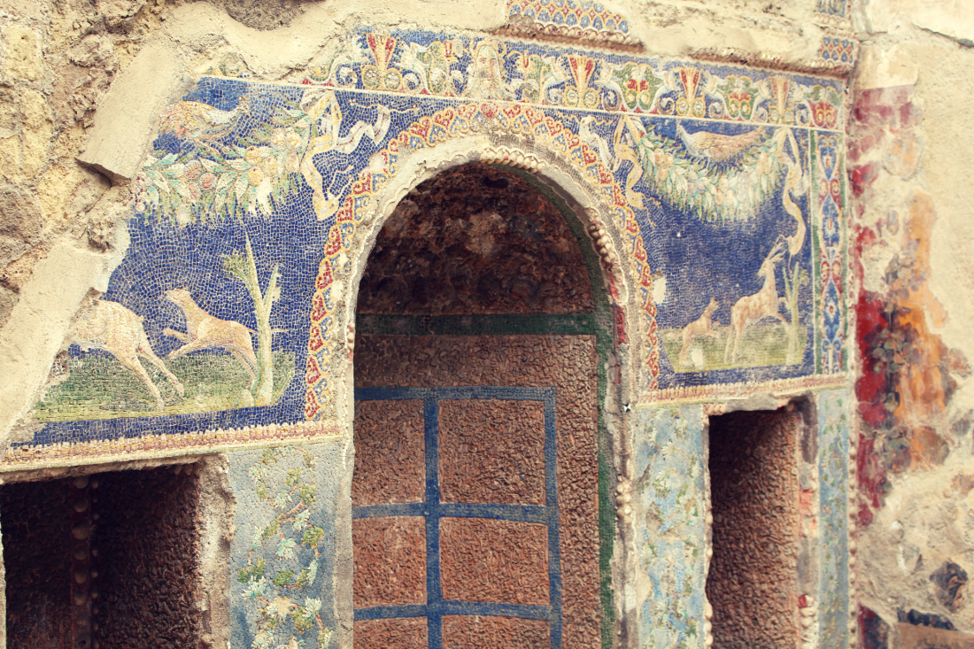 Herculaneum shrine