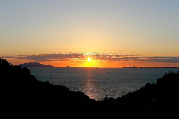 The view of the sun setting over at Bay of Naples from Hotel La Solara - The best hotels on the Amalfi Coast for all budgets