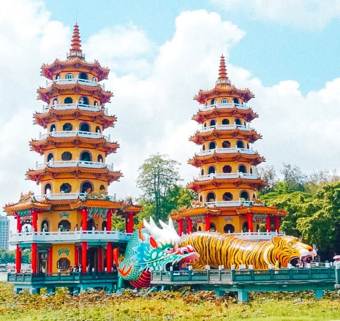 The Dragon and Tiger Temple in Taiwan. This region is one of many cheap destinations in Asia.