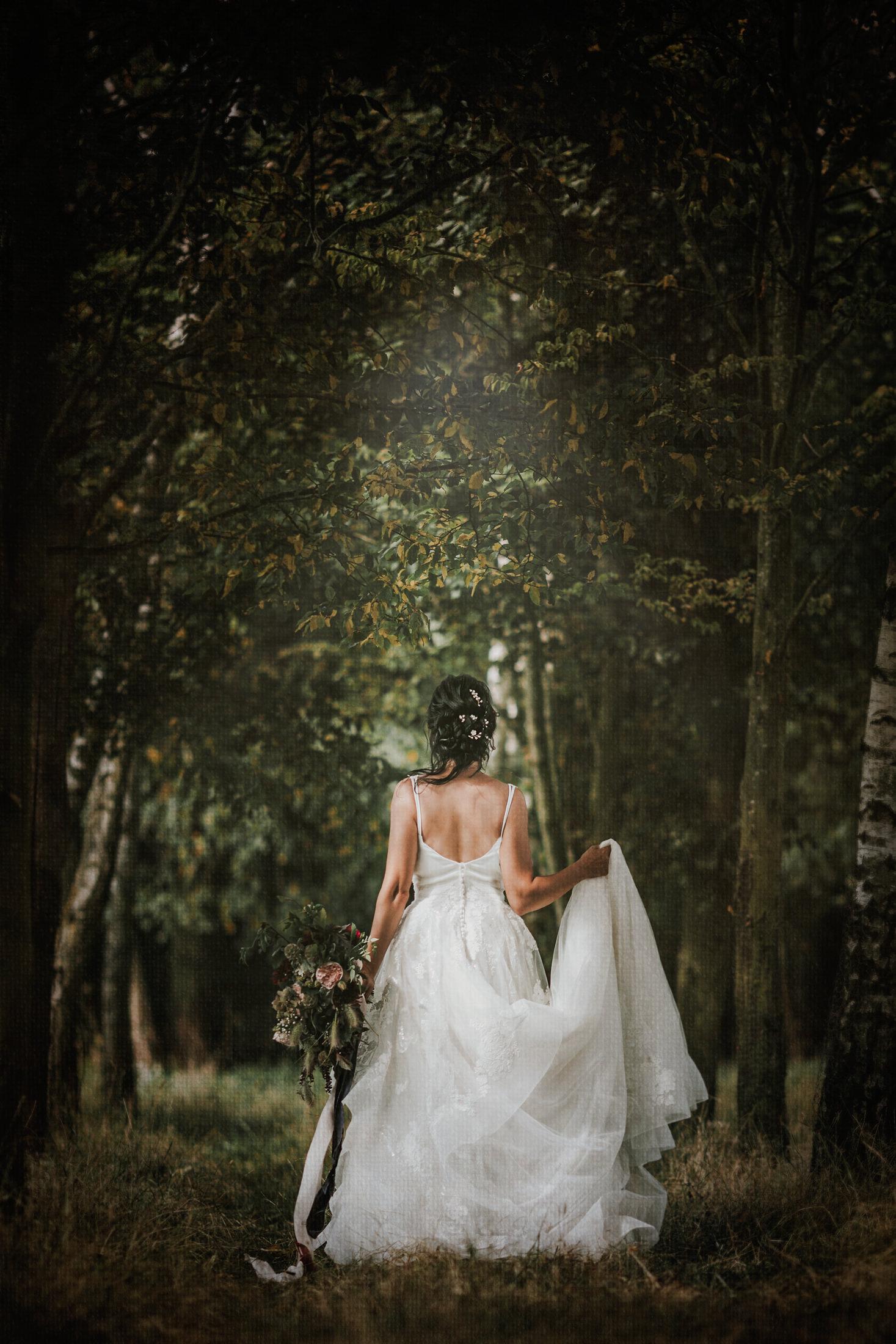 Woodland Wedding - nottingham outdoor wedding venue - east midlands wedding planner - forest wedding - artistic wedding photos