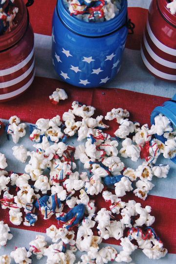 Patriotic Popcorn overhead spill zoom out