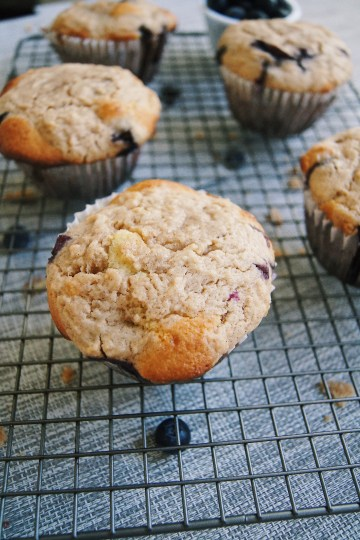 Jumbo-Lemon-Blueberry-crumb-muffins-on-wire-rack-front-view