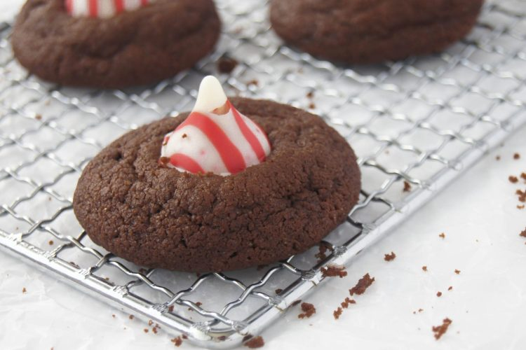 Choclate-Peppermint-Thumbprint-Cookies-close-up