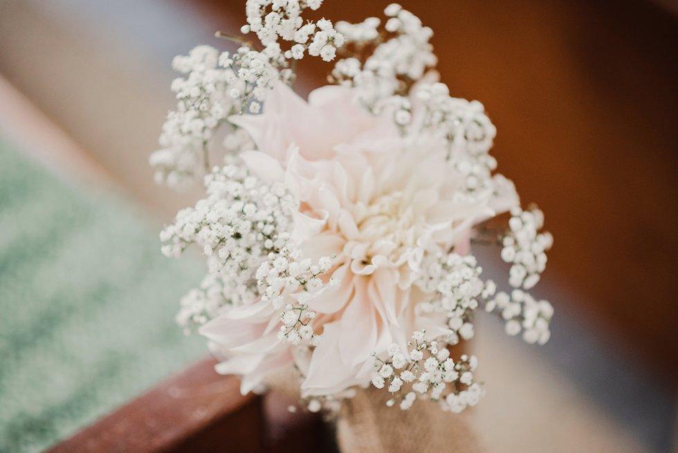 Dahlia café au lait, dahlia, romantisch, bloemen, bruiloft, trouwen, kerk, bruiloftstyling, weddingstyling, vintage