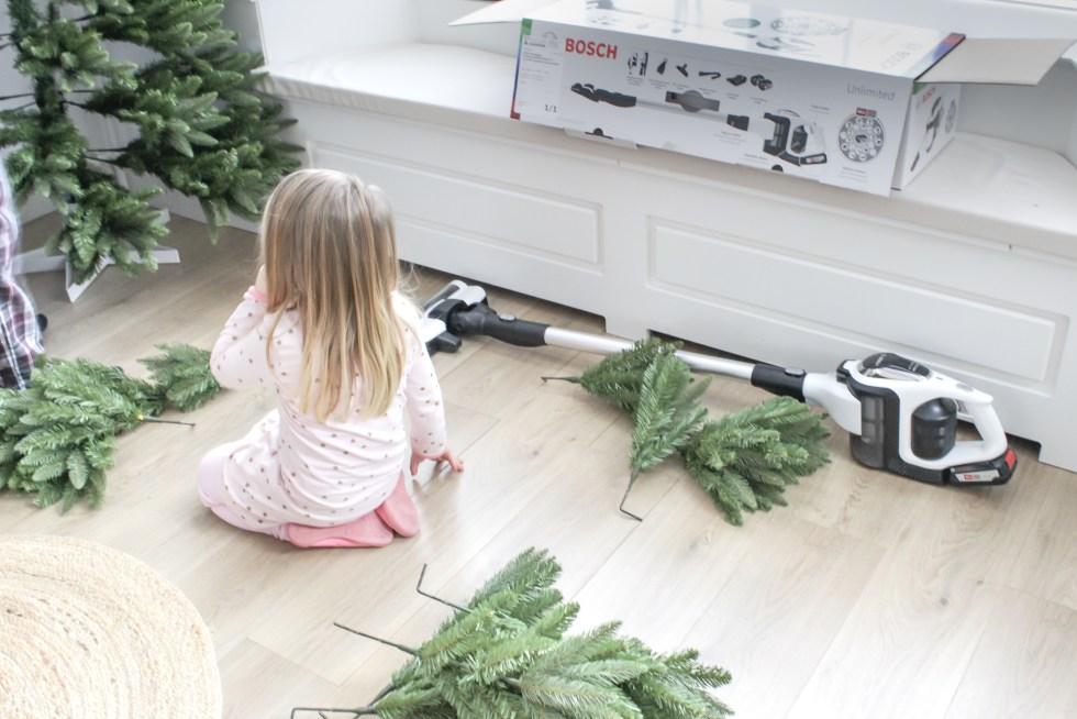 Bosch, Bosch Unlimited, stofzuiger, stofzuigen, snoerloze stofzuiger, snoerloos stofzuigen, snoerloos, kerstboom, kunstkerstboom, kunstkerstboom opzetten, thathomepage